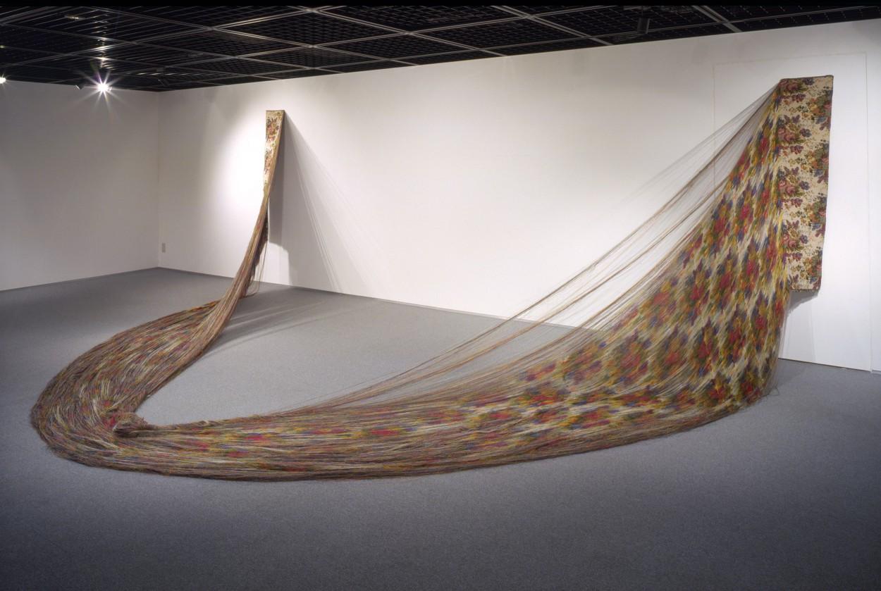 手塚愛子 展  – 糸の浮橋 織のきざはし –